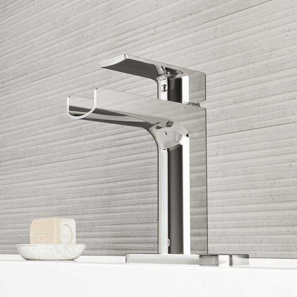 VIGO Ileana Chrome Single Hole Bathroom Faucet with Deck Plate